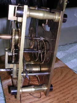 Mini jeweller's regulator, Movement side view.